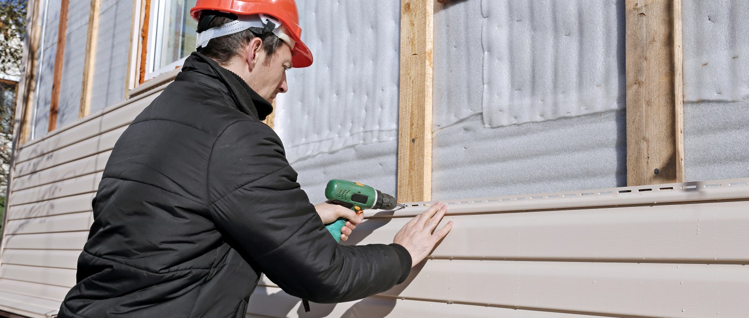 installing vinyl siding on a home